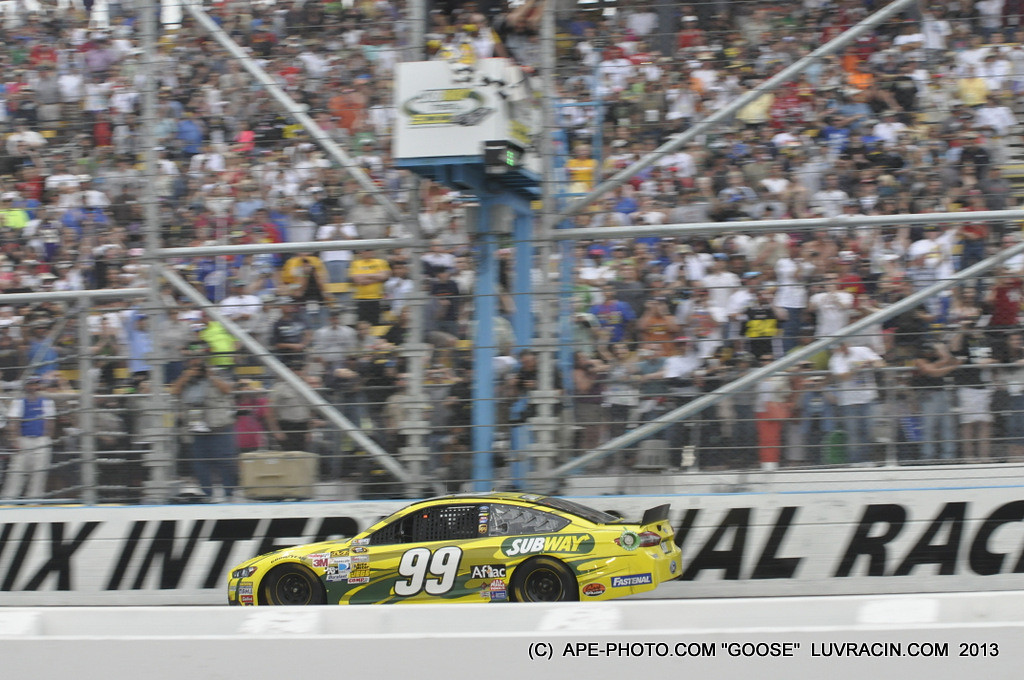 CARL EDWARDS TAKES THE CHECKER FOR THE SUBWAY !