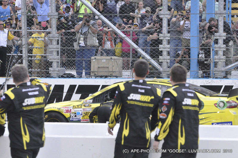 CARL EDWARDS STUCK IT !