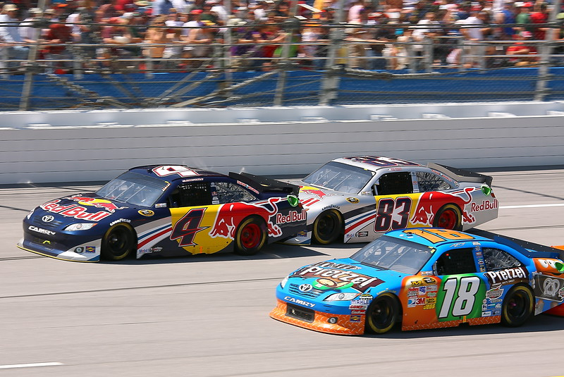 Red Bulls nose to tail as the Sheriff pushes Kasey Kahne at Talladega