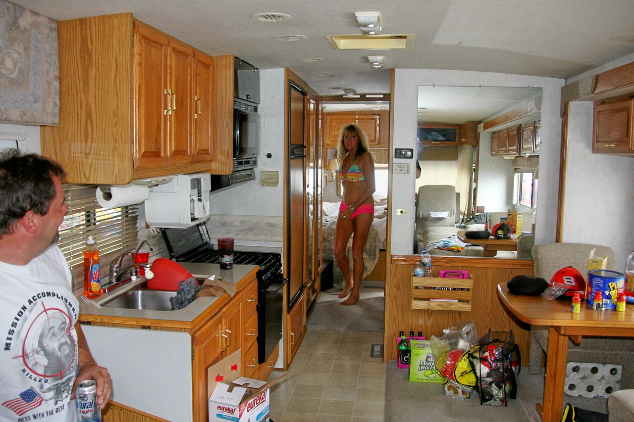 my Michigan dfriends showed me therir $16,000 motor home...It is beautiful!