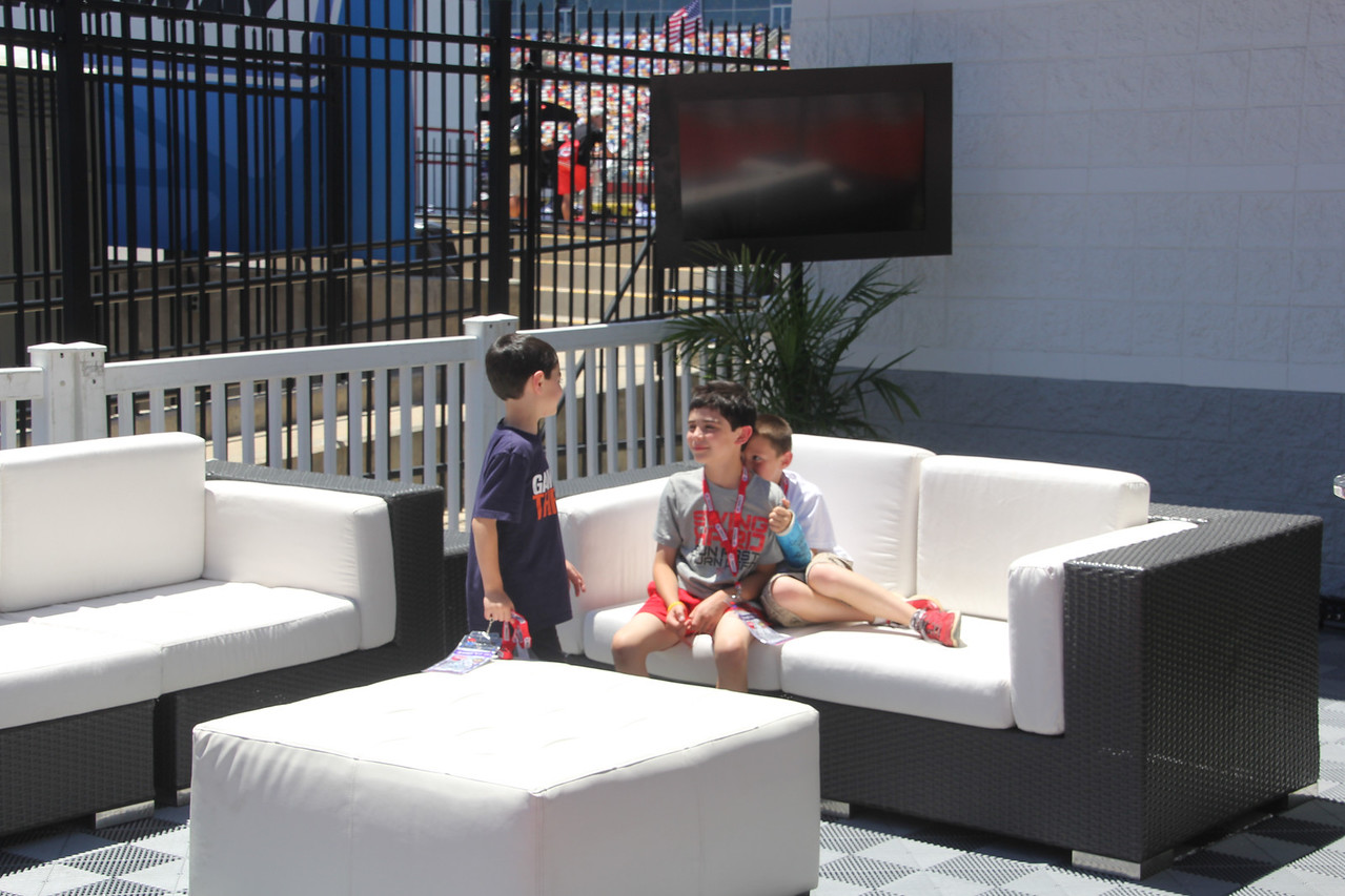 the outdoor meet and greet area at Winners Circle Lounge