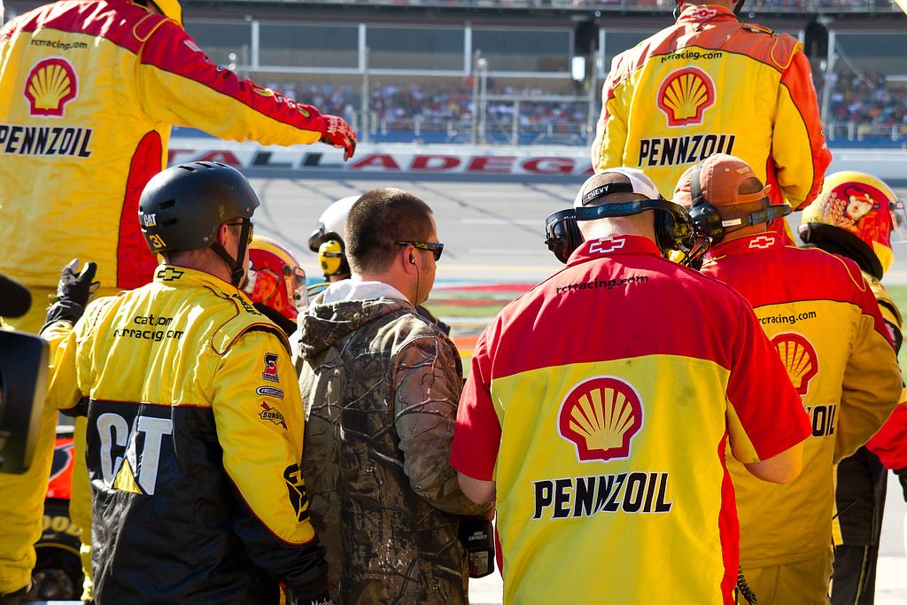 Harvick Crew Prepares to Go Over the Wall at Talladega Amp Energy Juice 500.