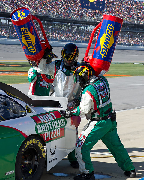 Refueling the No. 19 Elliott Sadler Hunt Brothers Pizza Car at Talladeag Amp Energy Juice 500.