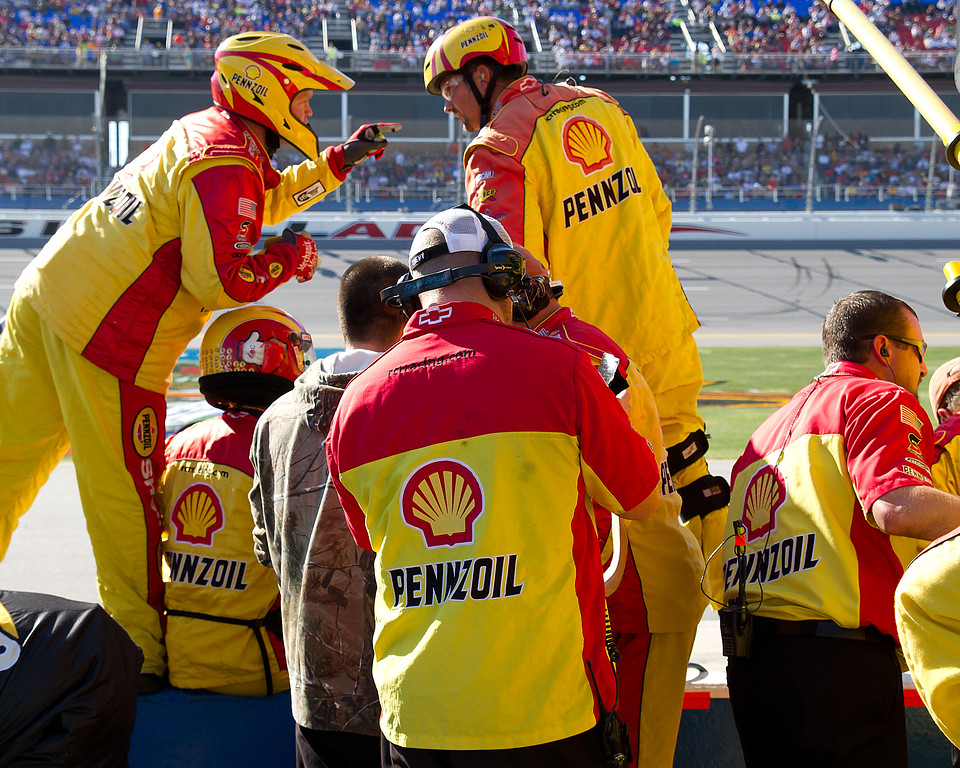 Kevin Harvick Team Talks Strategy Prior to Pit Stop at Talladega Amp Energy Juice 500
