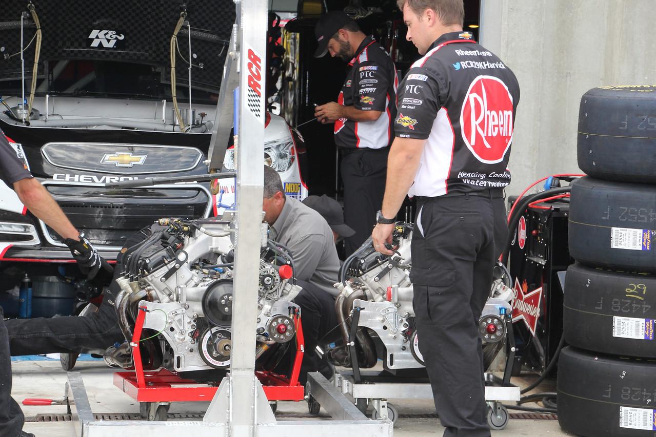 Harvick team changes motors