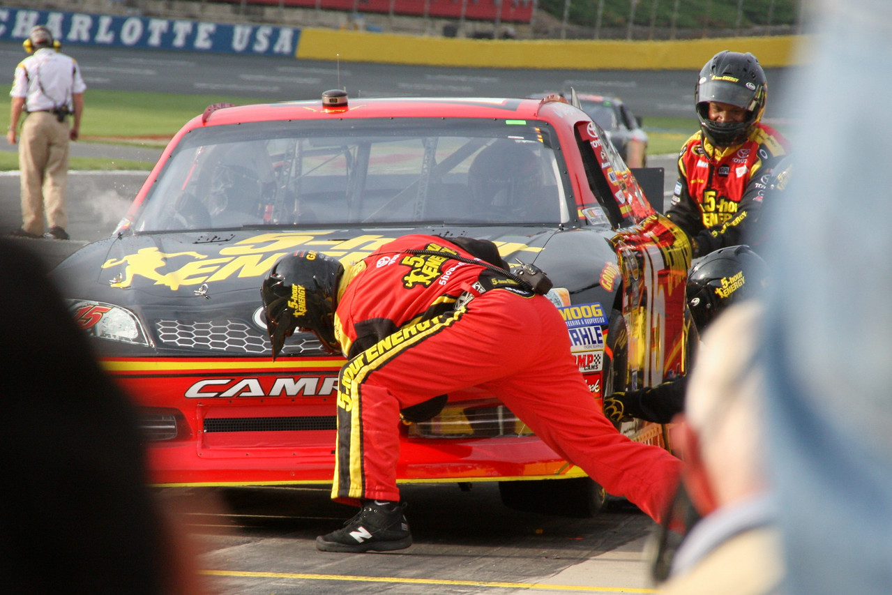 Clint Bowyer pits during his qualifying attempt