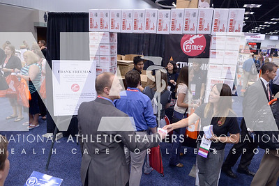 Renee Fernandes/NATA Hundreds line up around the Cramer booth for the giveaway during the opening day of the trade show at the annual meeting.