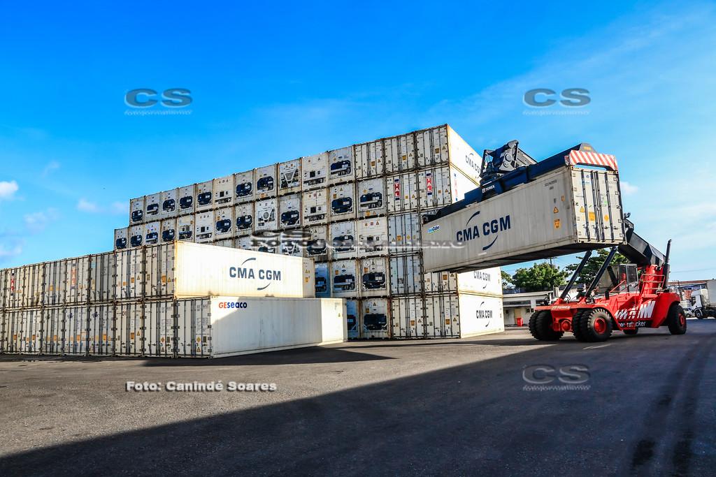 Containers no Cais do Porto