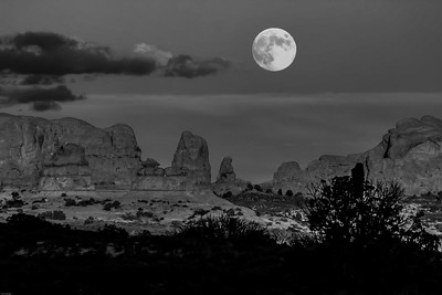 MOONRISE, ARCHES NATIONAL PARK