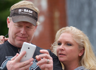 """Google """"How do you do a selfie?"""""""