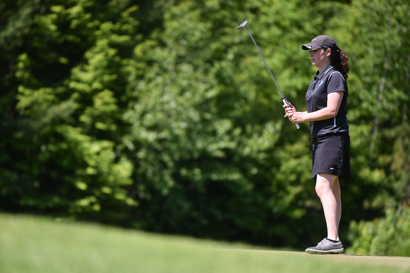 Taylor Prescott of Auburn lines up her putt for the 2018 NCW Sectional Tournament held at Townsend Ridge Country Club on Monday.  SENTINEL & ENTEPRISE JEFF PORTER