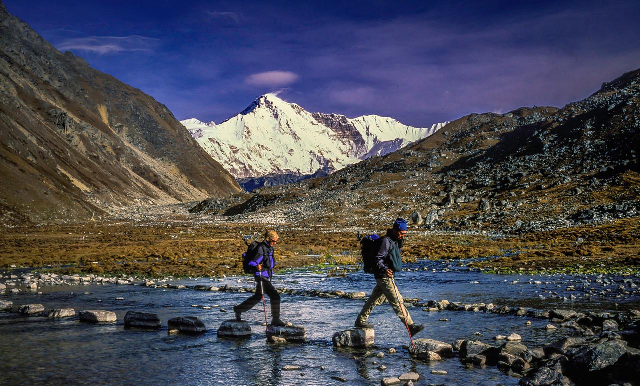 Trekkers and Cho Oyu
