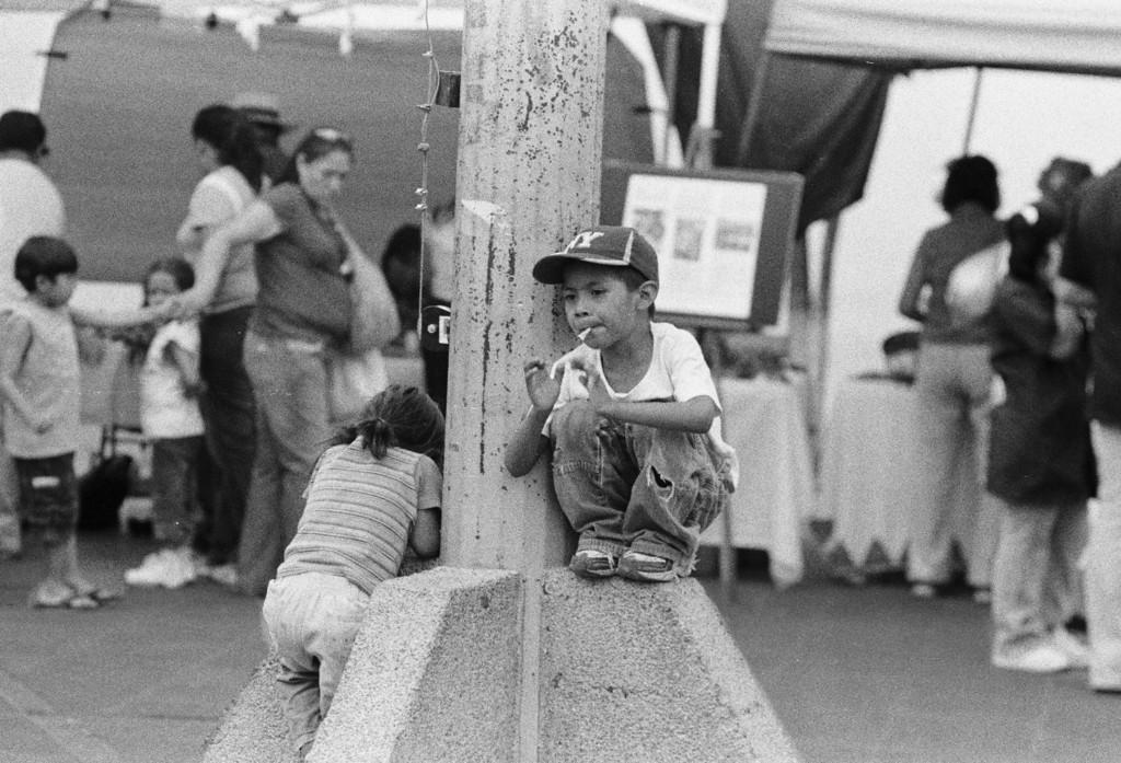 Muchacho en El Mercado: Boy in the Market