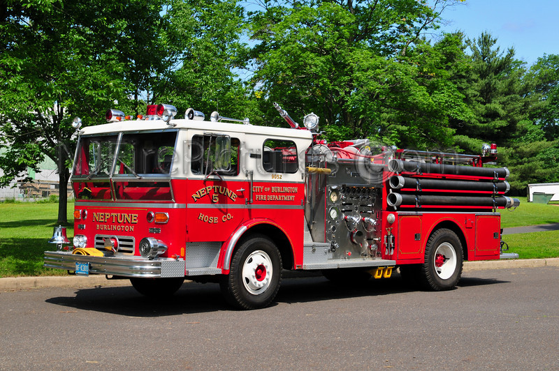BURLINGTON CITY (NEPTUNE HOSE CO.) ENGINE 9052 - 1970 WARD LAFRANCE 1500/500