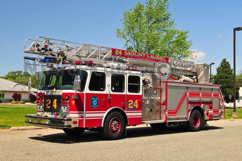 Mount Laurel Quint 24 - 2001 Emergency One 2000/500/75'