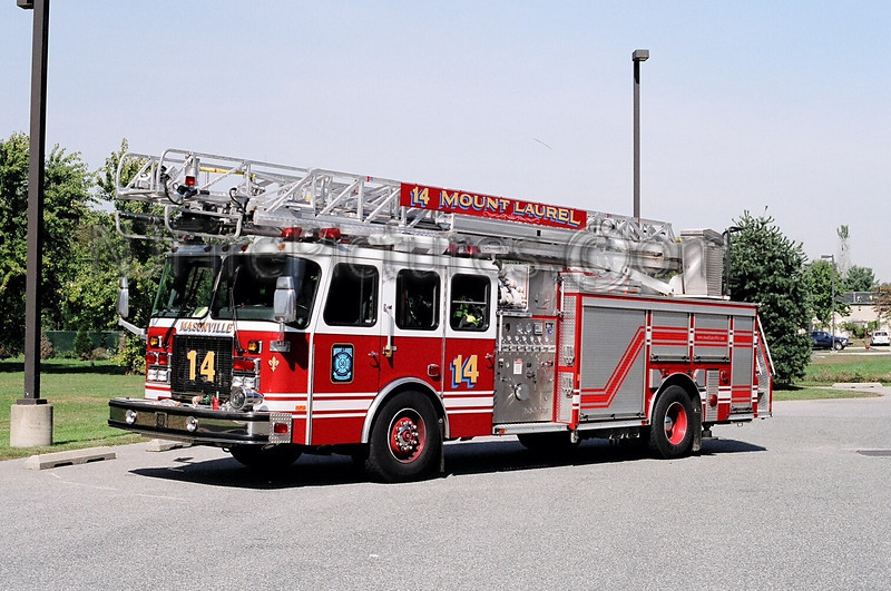 MOUNT LAUREL 3614: 2001 EMERGENCY ONE 2000/500/75'