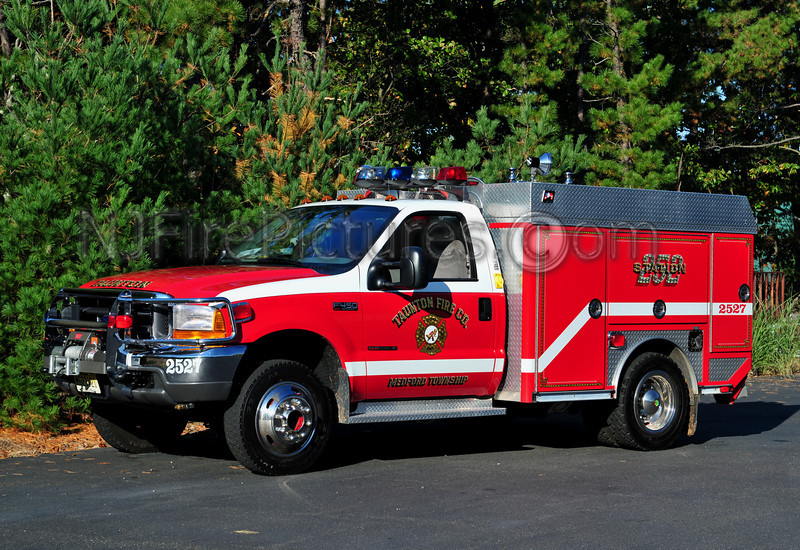 MEDFORD TWP (TAUNTON F.C.) BRUSH 2527 - 2000 FORD F450/AMERICAN EAGLE/SUPERIOR 110/300/25