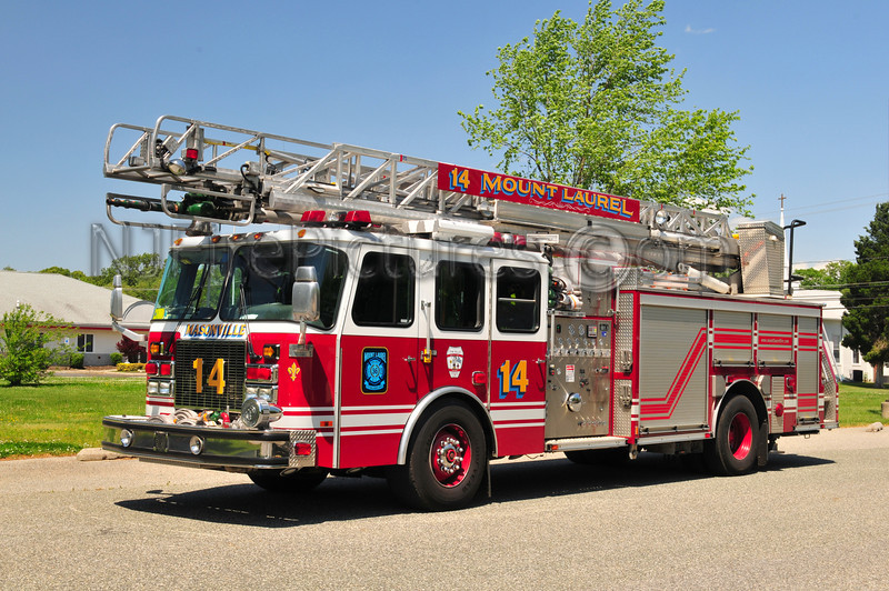 Mount Laurel Quint 14 - 2001 Emergency One 2000/500/75'