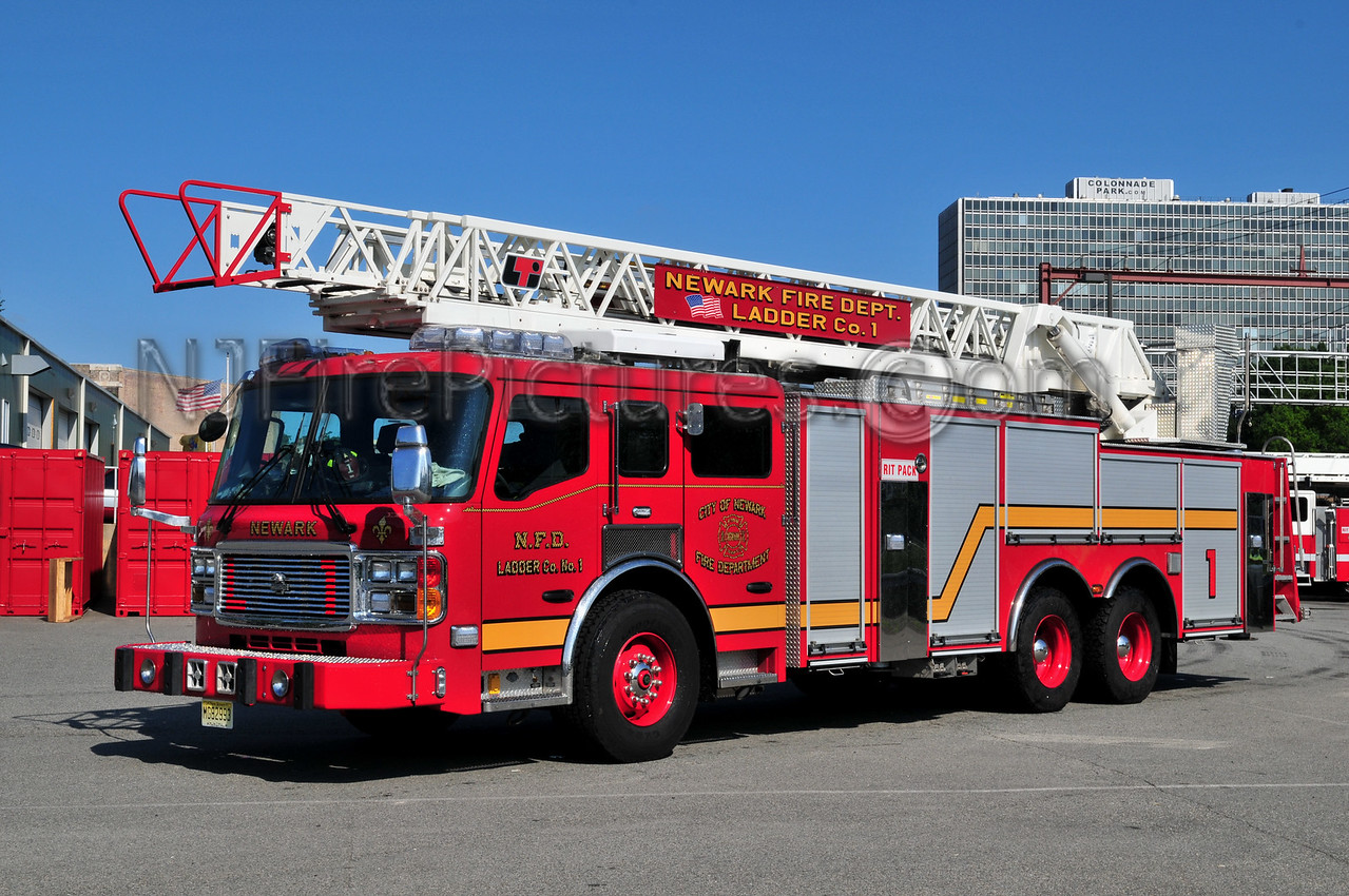 NEWARK, NJ LADDER 1 - 2008 AMERICAN LAFRANCE 110' RM
