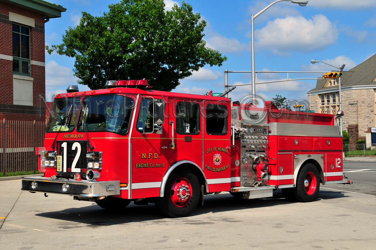 NEWARK, NJ ENGINE 12 - 2001 E-ONE 1250/750