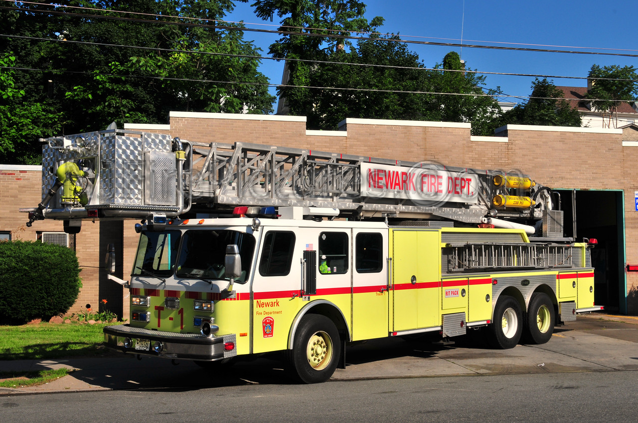 NEWARK, NJ LADDER 6 - 1997 E-ONE 95' TOWER FORMERLY LADDER 1