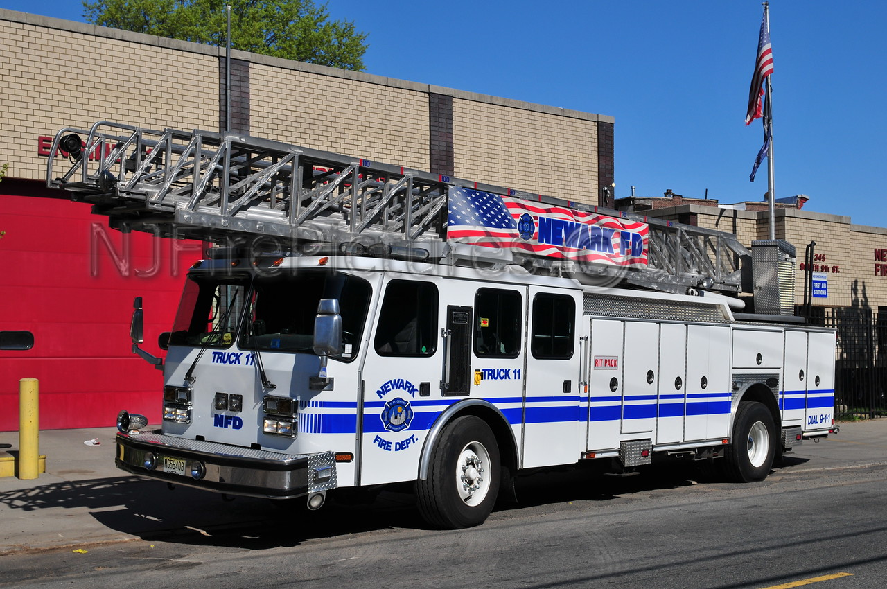 Newark, NJ Ladder 11 - 2003 Emergency One 110'