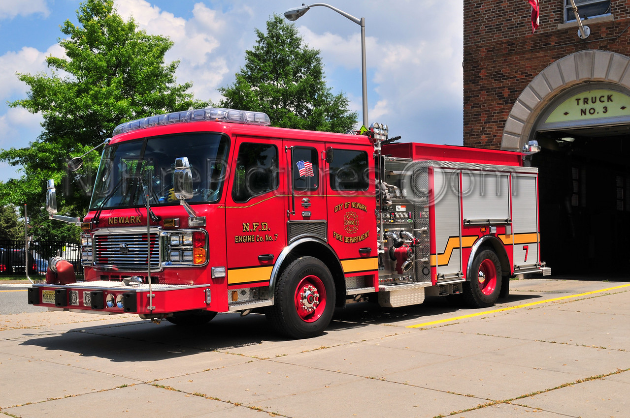 NEWARK, NJ ENGINE 7 - 2008 AMERICAN LAFRANCE 1250/750