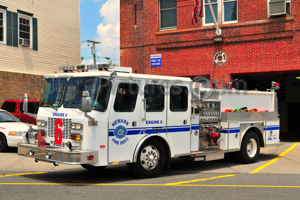 NEWARK, NJ ENGINE 6 - 1994 E-ONE 1250/750