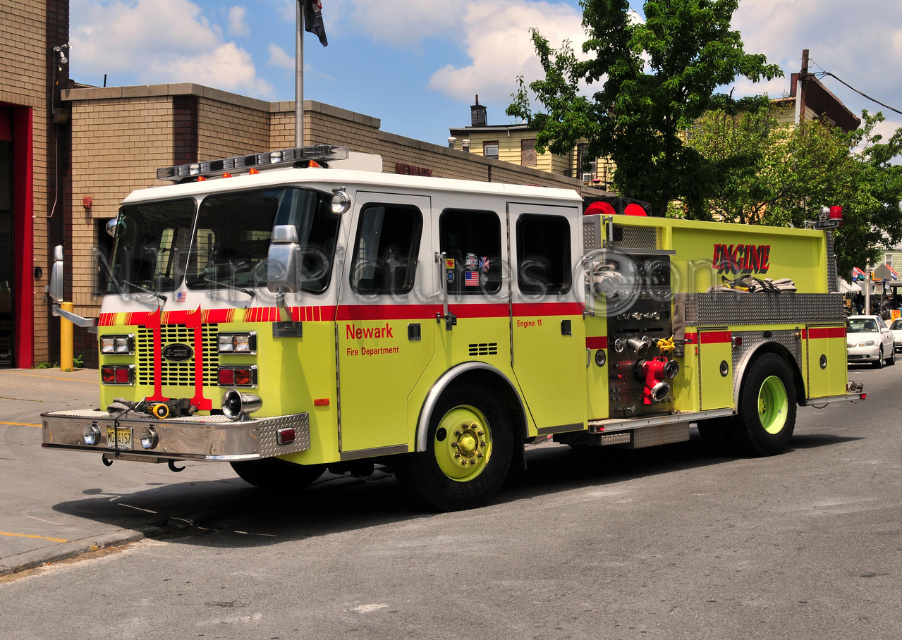NEWARK, NJ ENGINE 11 - 1995 EMERGENCY ONE 1250/750