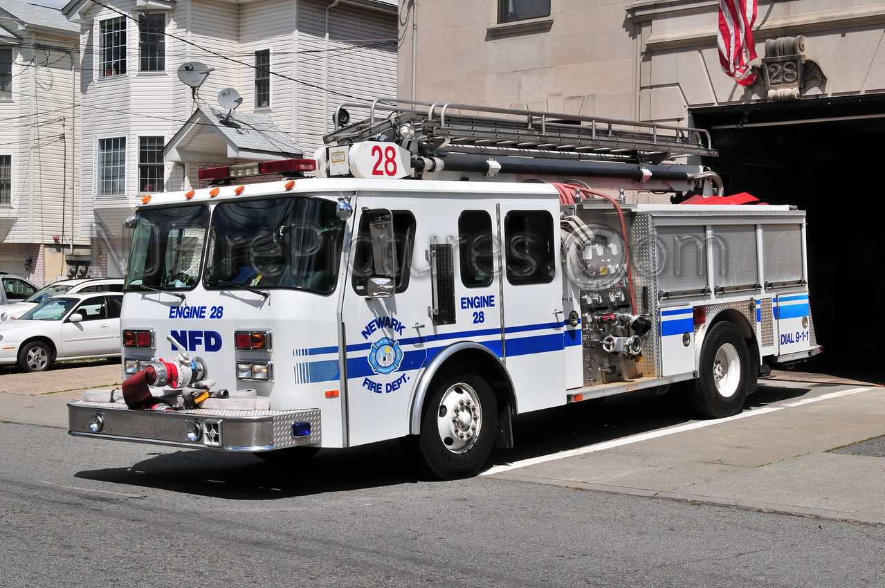 NEWARK, NJ ENGINE 28 - 1989/2000 E-ONE 1250/300/50'