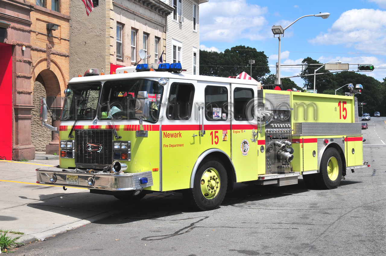 NEWARK, NJ ENGINE 15 - 1997 E-ONE 1250/500