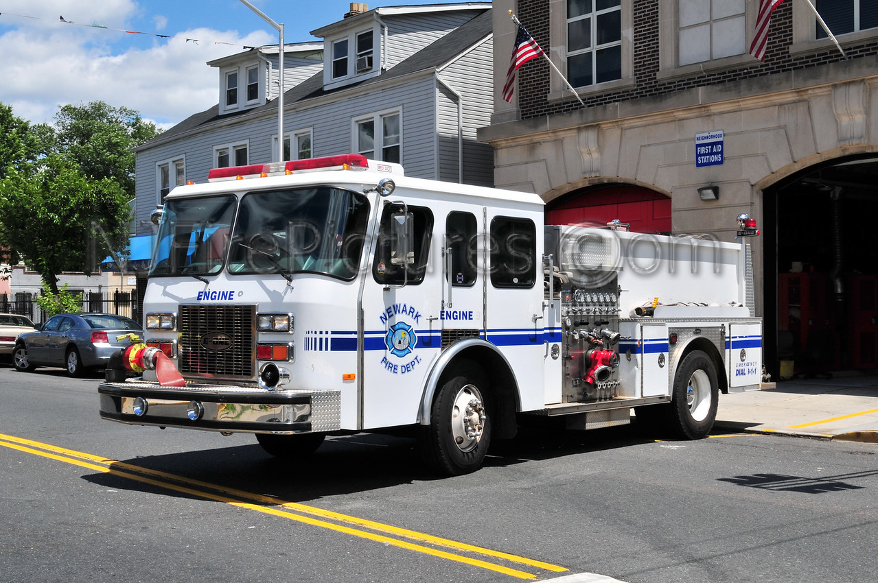 NEWARK, NJ ENGINE 29 - 1993 E-ONE 1250/500 EX-ENGINE 9