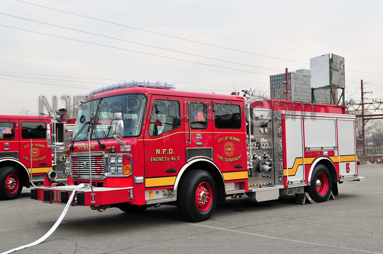 Newark, NJ Engine 5 - 2008 American LaFrance 1250/750