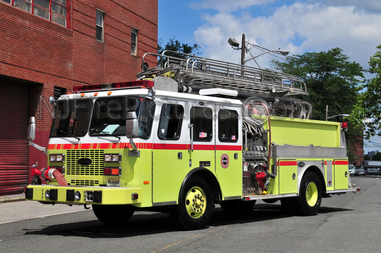 NEWARK, NJ ENGINE 16 - 1994 E-ONE 1250/300/50'