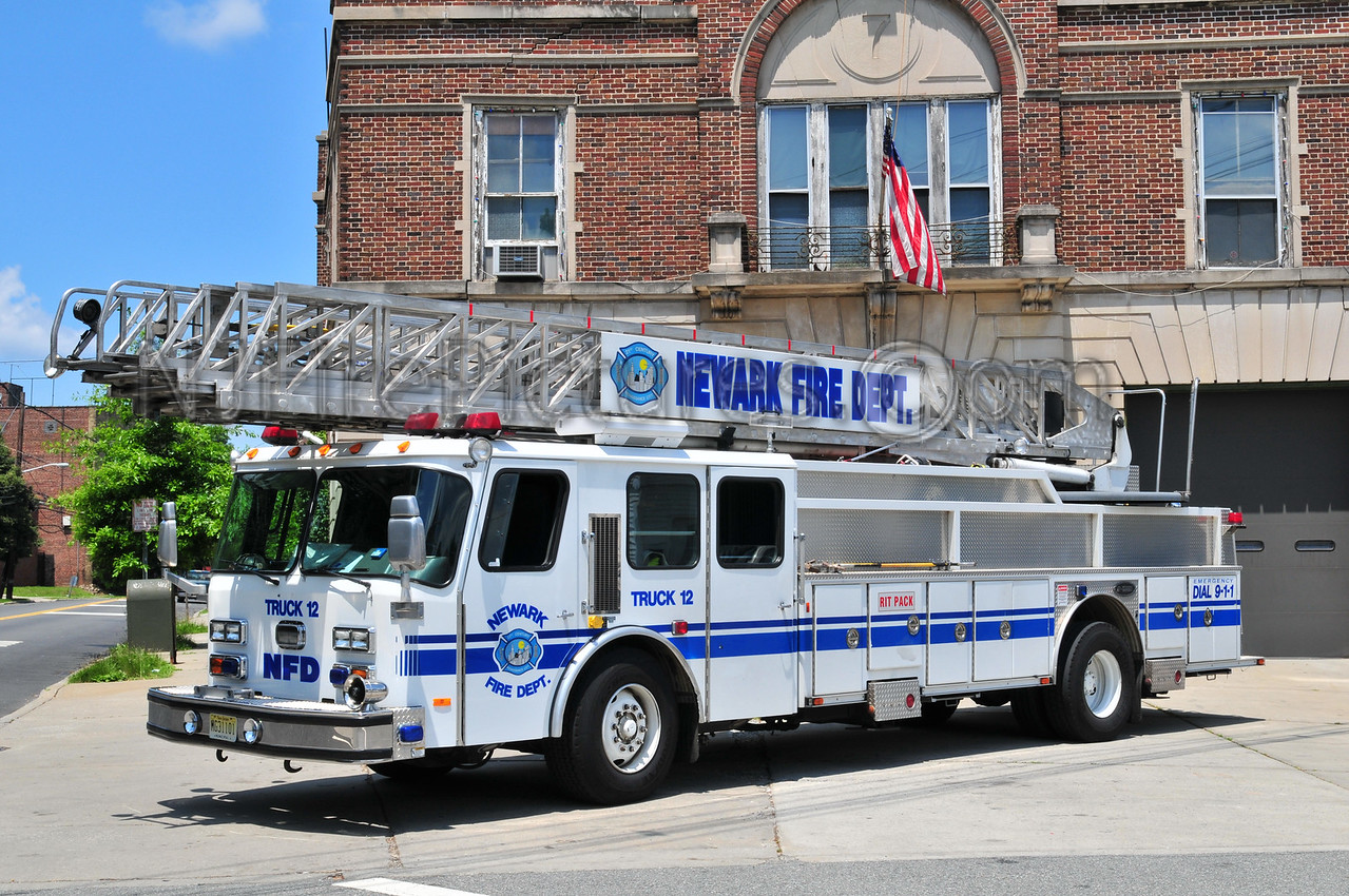 NEWARK, NJ LADDER 12 - 1998 E-ONE 110'
