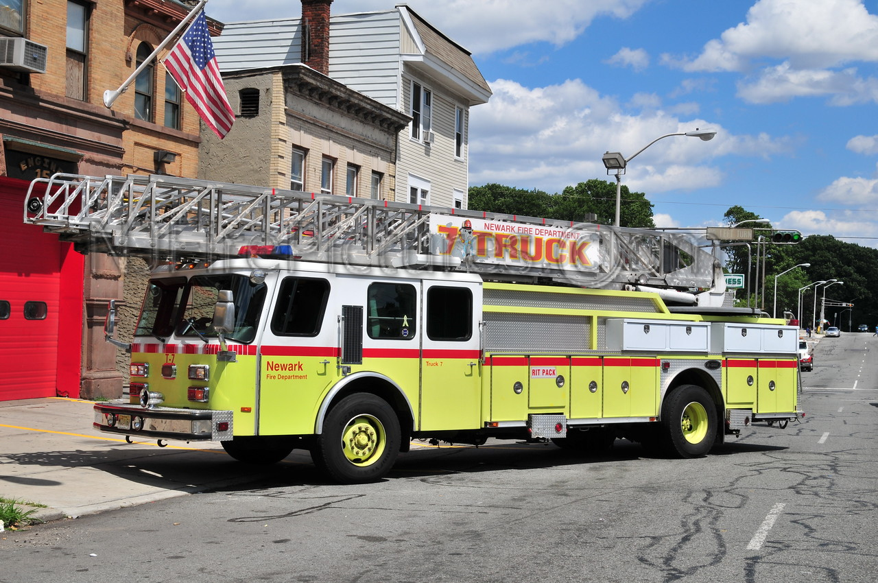NEWARK, NJ TRUCK 7 - 1996 E-ONE 110'