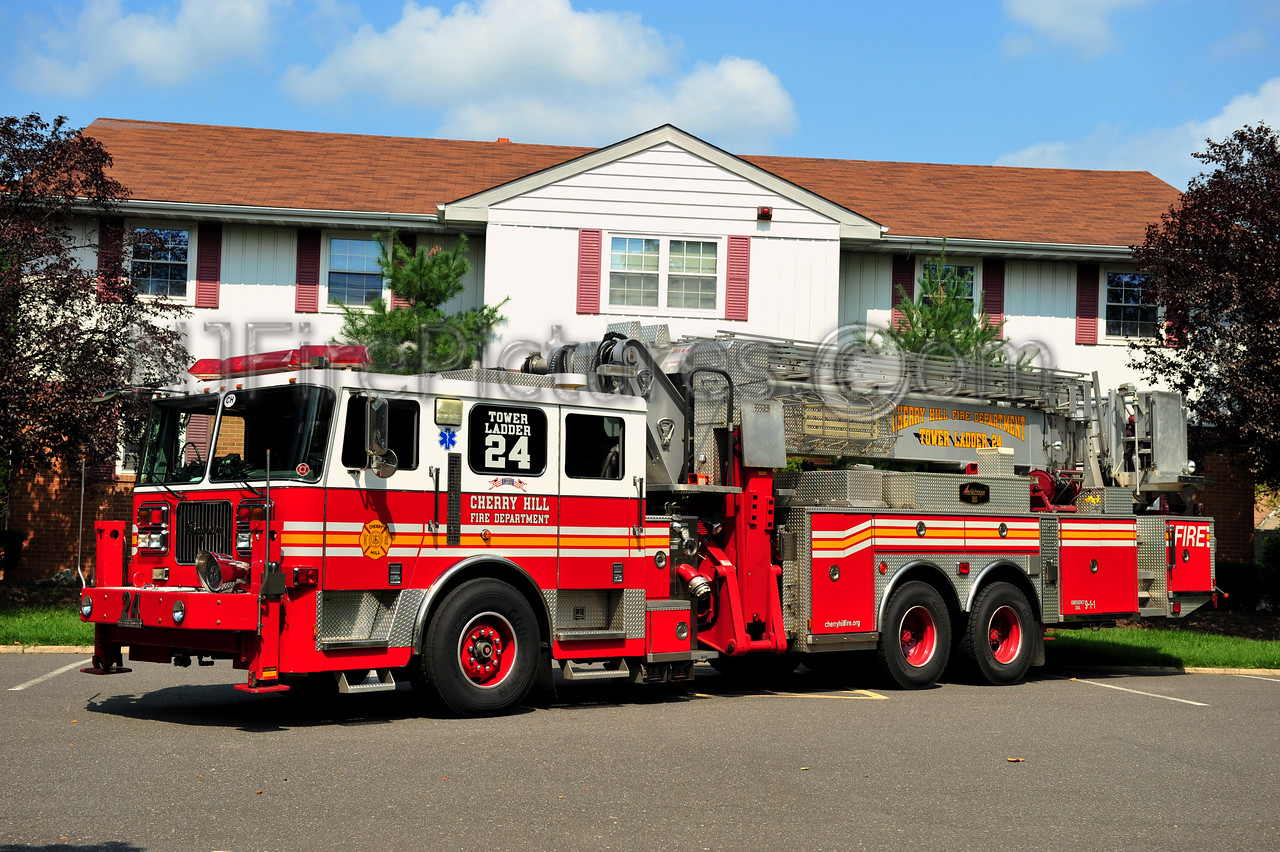 CHERRY HILL TOWER LADDER 13-24 - 2003 SEAGRAVE/AERIALSCOPE 95'