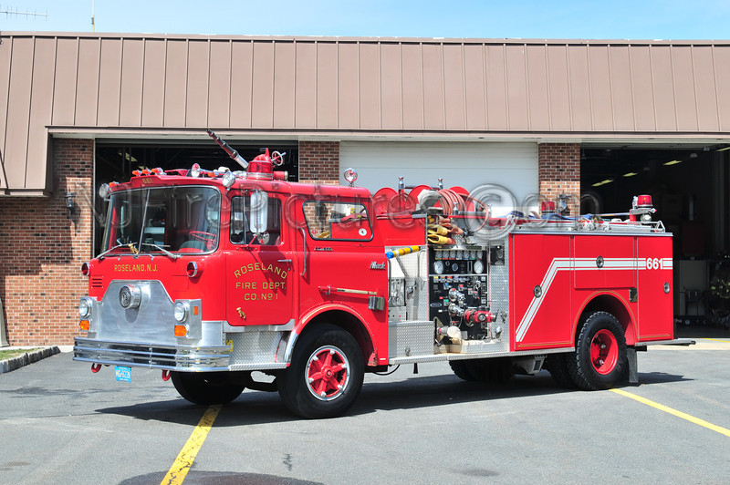 ROSELAND, NJ ENGINE 661 - 1974 MACK CF/1988 PIERCE 1000/500