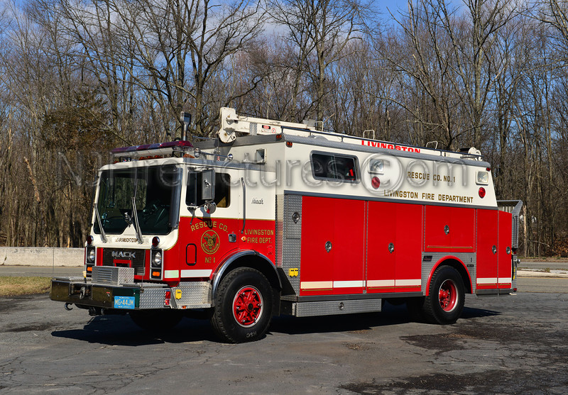 LIVINGSTON, NJ RESCUE 1 - 1986 MACK MC/SAULSBURY