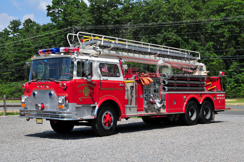 BARNEGAT TWP, NJ (PINEWOOD ESTATES) LADDER 1211