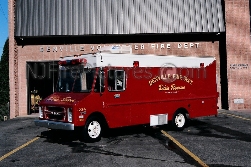 DENVILLE - DIVE UNIT 224 - 1985 GMC VALUE VAN