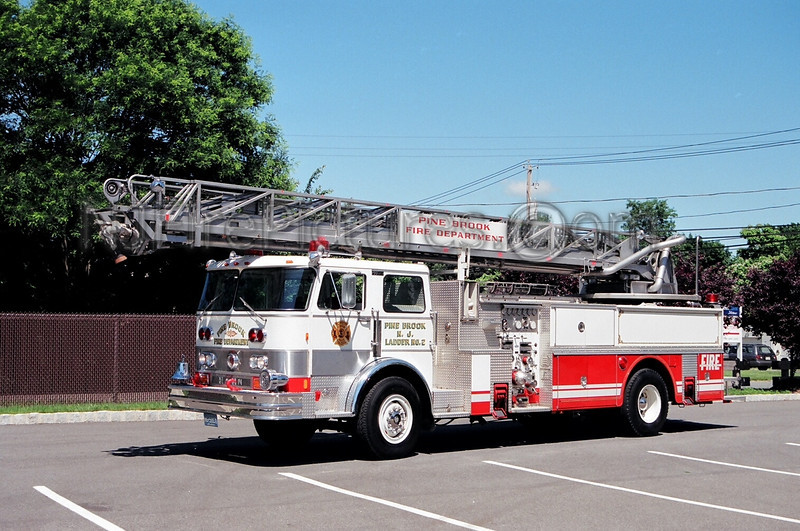 PINE BROOK - LADDER 379 - 1983 HAHN/FIRESPIRE 1500/106'