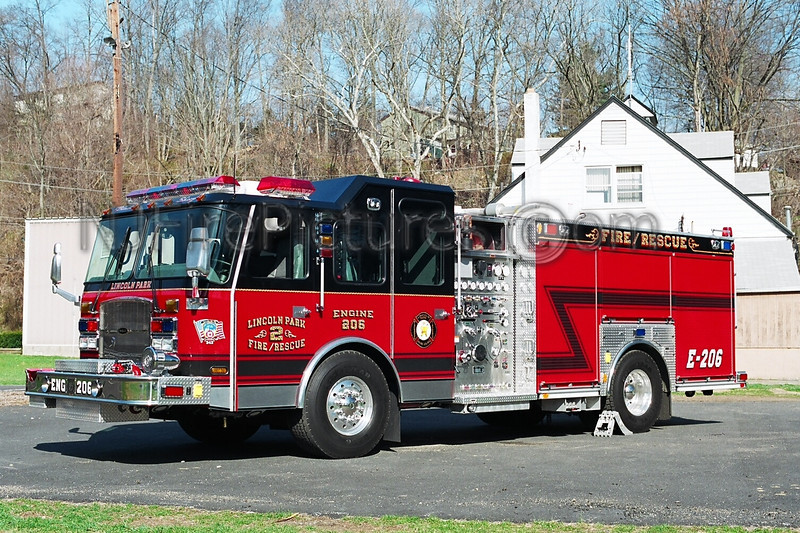 LINCOLN PARK - ENGINE 206 - 2004 E-ONE 2000/750