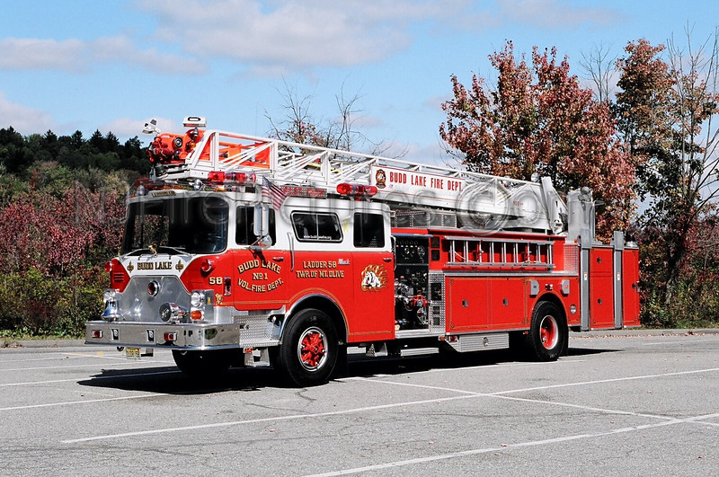 BUDD LAKE - LADDER 58 - 1980 MACK CF/2002 ITE REFURB 1250/200/100'