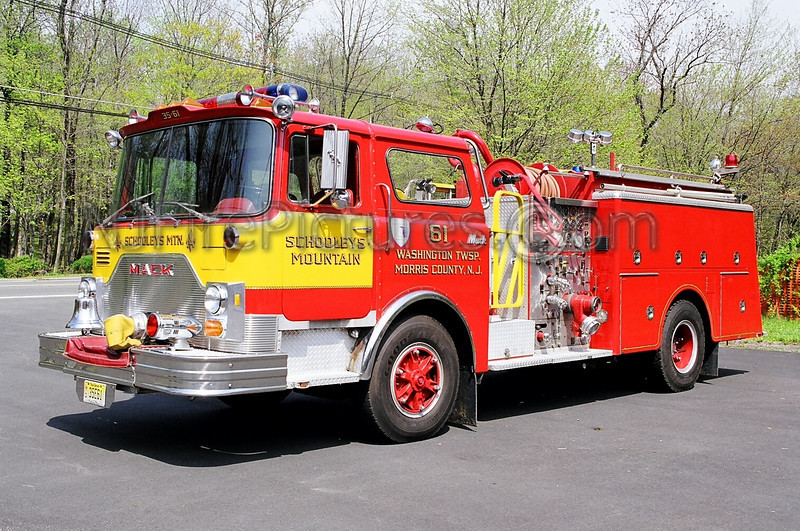 SCHOOLEYS MOUNTAIN - ENGINE 61 - 1983 MACK CF 1500/750
