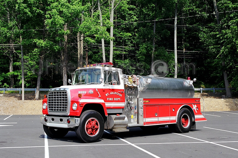MOUNT ARLINGTON - TANKER 26-89 - 1980 FORD 9000/S&S 350/2200