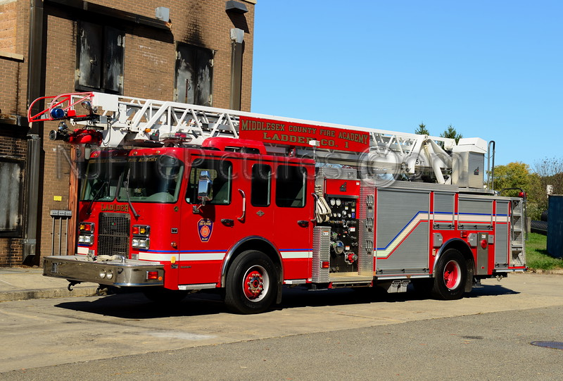MIDDLESEX COUNTY FIRE ACADEMY LADDER 1