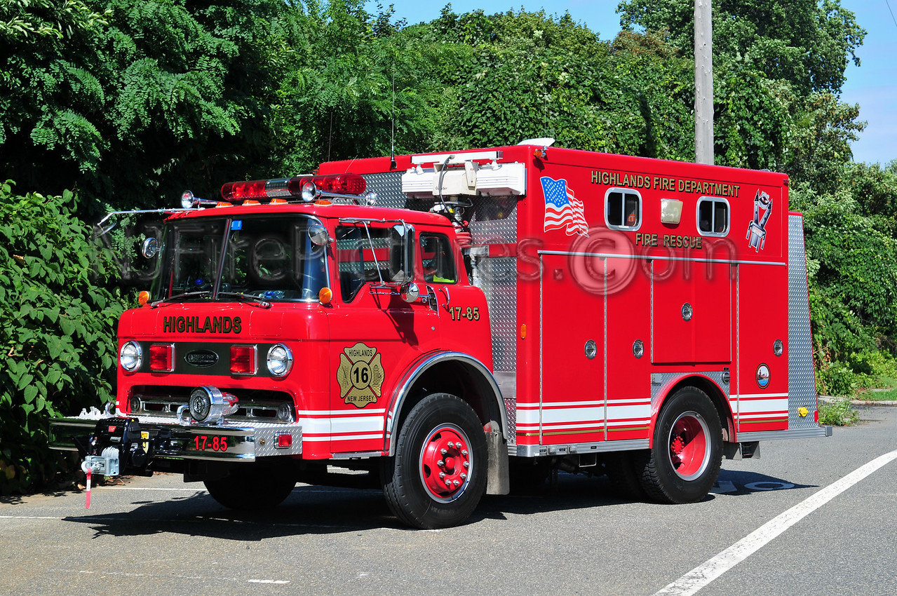 HIGHLANDS, NJ RESCUE 17-85 - 1984 FORD C/E-ONE