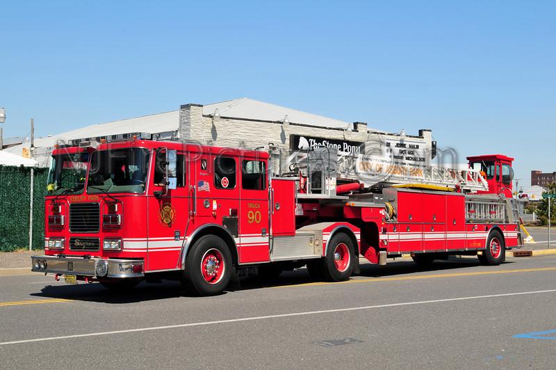 Asbury Park, NJ Ladder 83-90 - 2006 Seagrave 100' TDA