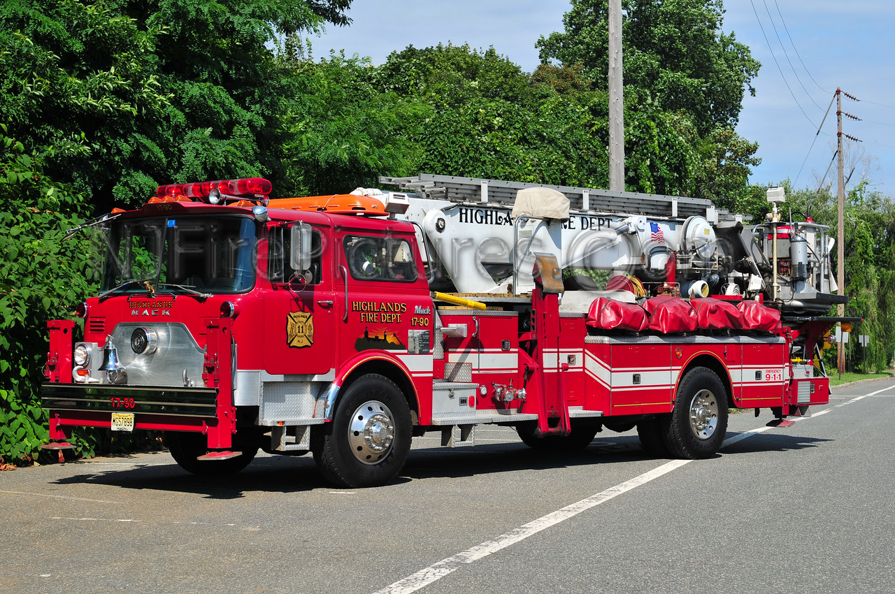 HIGHLANDS, NJ TRUCK 17-90 - 1979 MACK CF/BAKER 75'